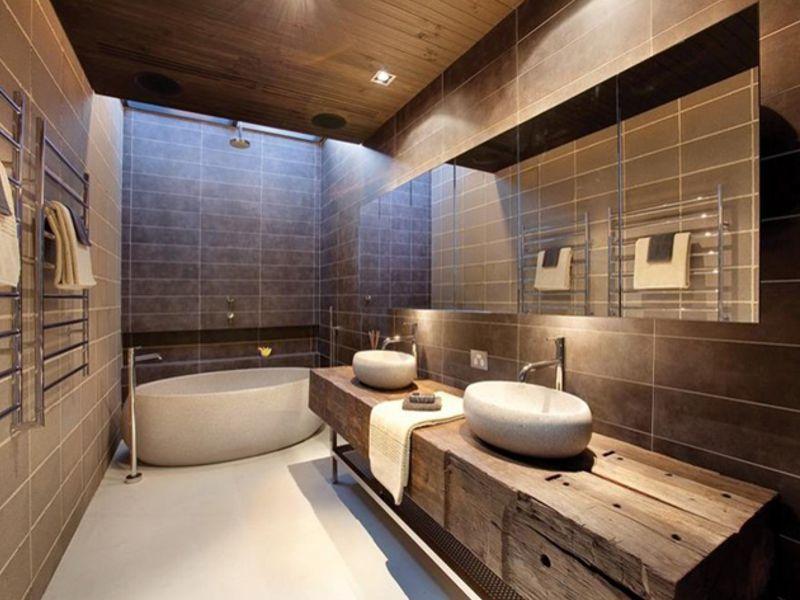 Mobili per bagno in legno vecchio